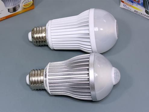 【ムサシ RITEX】と【アイリスオーヤマ ECOLUX】の比較 LED電球